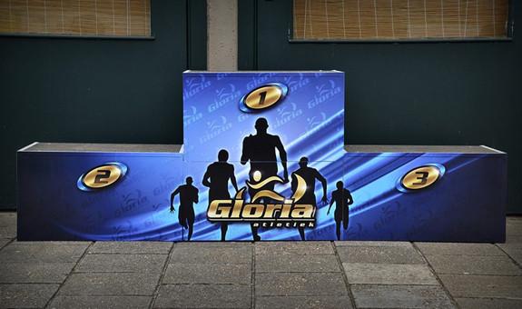 gloria-podium